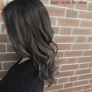 アッシュ 女子会 リラックス ロング ヘアスタイルや髪型の写真・画像