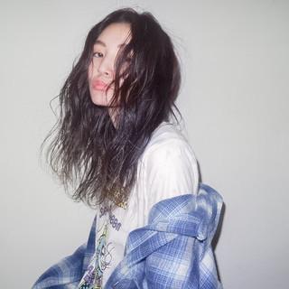 外国人風 セミロング パーマ ハイライト ヘアスタイルや髪型の写真・画像