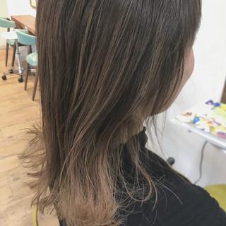 ミルクティーベージュ グラデーションカラー モード ミディアム ヘアスタイルや髪型の写真・画像