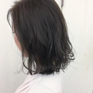 アッシュベージュ アッシュ ナチュラル ミディアム ヘアスタイルや髪型の写真・画像