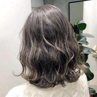 ミディアム トリートメント ハイライト インナーカラー ヘアスタイルや髪型の写真・画像