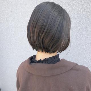 ナチュラル ショートヘア ショートボブ グレージュ ヘアスタイルや髪型の写真・画像
