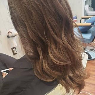 ミルクティー デート フェミニン ベージュ ヘアスタイルや髪型の写真・画像