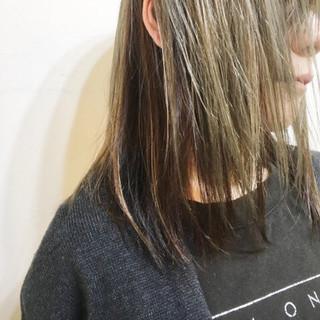 インナーカラー 大人女子 ミルクティー ミディアム ヘアスタイルや髪型の写真・画像