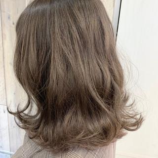 外国人風 ボブ 切りっぱなしボブ アッシュベージュ ヘアスタイルや髪型の写真・画像