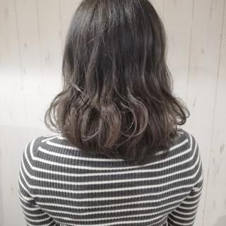 外国人風カラー オリーブアッシュ グラデーションカラー アッシュグレージュ ヘアスタイルや髪型の写真・画像