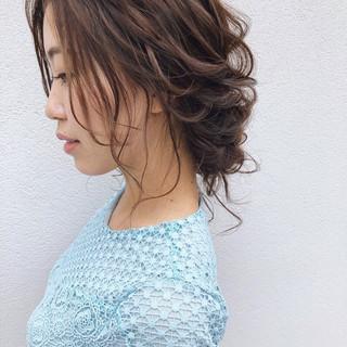 結婚式ヘアアレンジ アンニュイほつれヘア ミディアム ゆるナチュラル ヘアスタイルや髪型の写真・画像