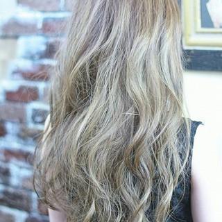 ハイライト ロング 外国人風 アッシュ ヘアスタイルや髪型の写真・画像
