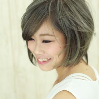 イルミナカラー 小顔 グレージュ アッシュ ヘアスタイルや髪型の写真・画像 ヘアスタイルや髪型の写真・画像