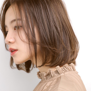 ミニボブ 切りっぱなしボブ アンニュイ ベージュ ヘアスタイルや髪型の写真・画像
