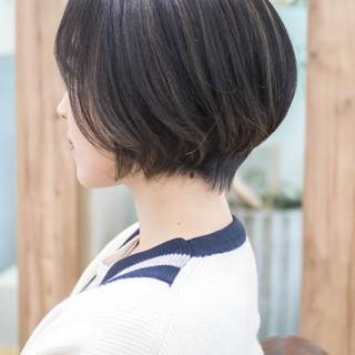 ショートボブ 前下がり ボブ フェミニン ヘアスタイルや髪型の写真・画像