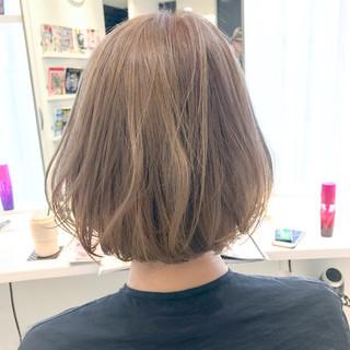 ベージュ ナチュラル ダブルカラー ハイトーン ヘアスタイルや髪型の写真・画像