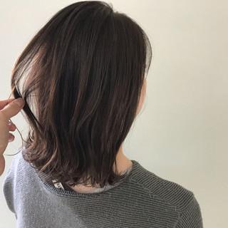 ミディアム アンニュイほつれヘア デート オフィス ヘアスタイルや髪型の写真・画像 ヘアスタイルや髪型の写真・画像