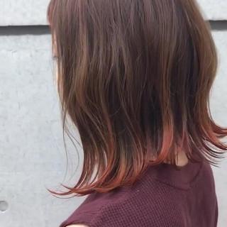 フェミニン 外ハネ ツートン ミディアム ヘアスタイルや髪型の写真・画像
