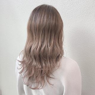 ピンクグレージュ ミルクティーベージュ ブリーチ グレージュ ヘアスタイルや髪型の写真・画像