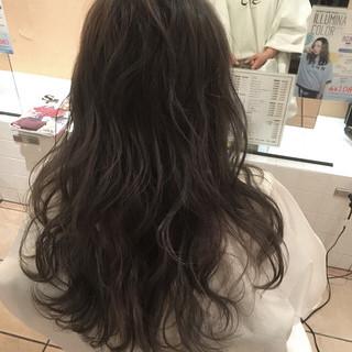アッシュ レイヤーカット 外国人風 ロング ヘアスタイルや髪型の写真・画像