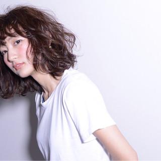 ウェットヘア ミディアム 前髪あり モード ヘアスタイルや髪型の写真・画像