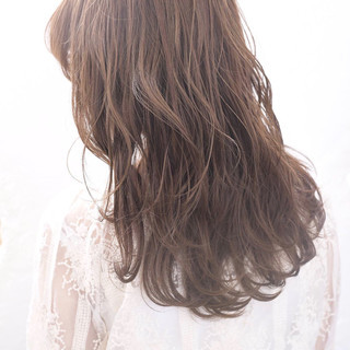 巻き髪 セミロング ブランジュ ゆる巻き ヘアスタイルや髪型の写真・画像