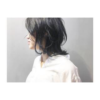 グレーアッシュ ブルー ミディアム 前髪あり ヘアスタイルや髪型の写真・画像