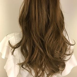 ミルクティーグレージュ ロング グレージュ エレガント ヘアスタイルや髪型の写真・画像