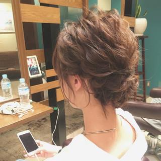 結婚式 波ウェーブ シニヨン ヘアアレンジ ヘアスタイルや髪型の写真・画像