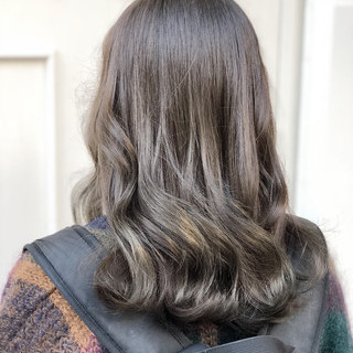 デート セミロング 外国人風カラー ヨシン巻き ヘアスタイルや髪型の写真・画像