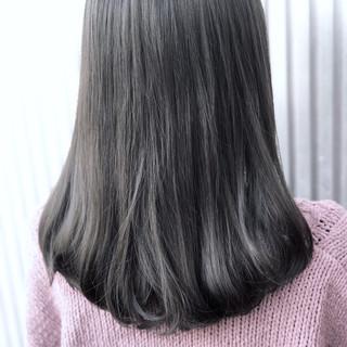 ストレート 透明感 セミロング アッシュ ヘアスタイルや髪型の写真・画像