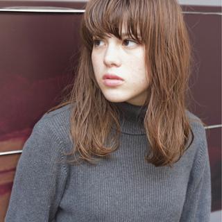 グレージュ 外国人風 セミロング ミルクティー ヘアスタイルや髪型の写真・画像