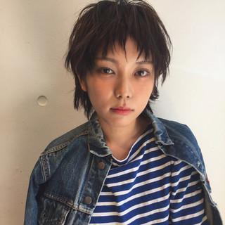 暗髪 メンズ 外国人風 ショート ヘアスタイルや髪型の写真・画像