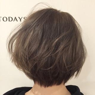 アッシュベージュ ブリーチ ストリート ショート ヘアスタイルや髪型の写真・画像