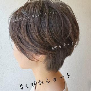ショートボブ オフィス パーマ ナチュラル ヘアスタイルや髪型の写真・画像