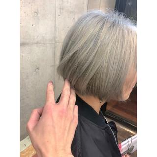 モード ダブルカラー ホワイトアッシュ ボブ ヘアスタイルや髪型の写真・画像