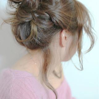 ねじり フェミニン ヘアアレンジ お団子 ヘアスタイルや髪型の写真・画像