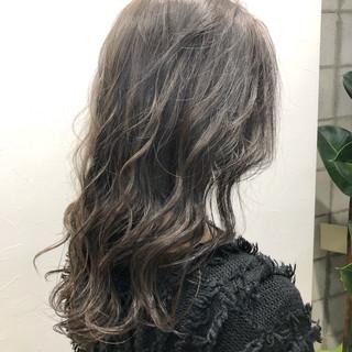 グレージュ モテ髪 シルバー アディクシーカラー ヘアスタイルや髪型の写真・画像
