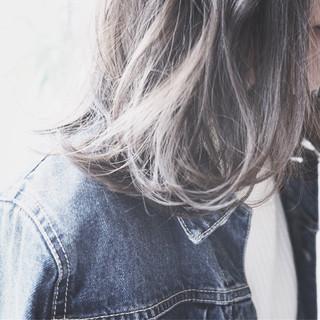 外国人風 ガーリー アッシュ イルミナカラー ヘアスタイルや髪型の写真・画像