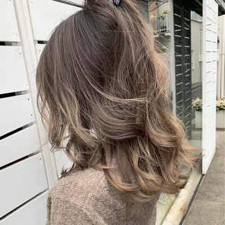 グレージュ ハイライト バレイヤージュ ストリート ヘアスタイルや髪型の写真・画像