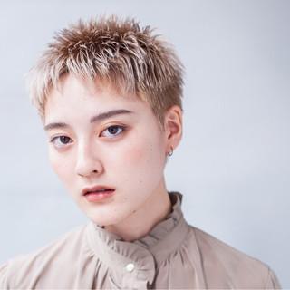 ベリーショート モード ブリーチ ハイトーン ヘアスタイルや髪型の写真・画像