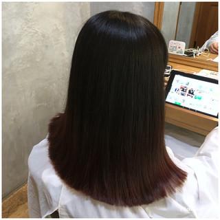 チェリーピンク グラデーションカラー ミディアム 切りっぱなし ヘアスタイルや髪型の写真・画像