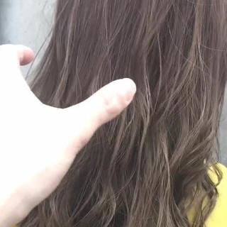 イルミナカラー ミディアム ブリーチ アッシュグレージュ ヘアスタイルや髪型の写真・画像