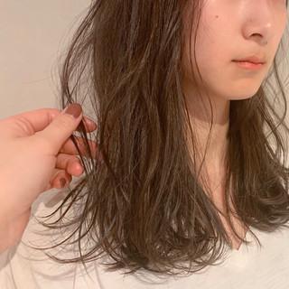 ハイライト ベージュ ナチュラル ミルクティーベージュ ヘアスタイルや髪型の写真・画像
