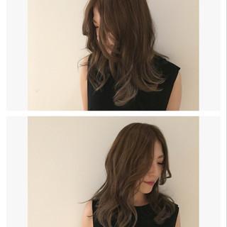 セミロング ハイライト モード ミルクティー ヘアスタイルや髪型の写真・画像
