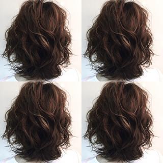 ハイライト 暗髪 グラデーションカラー 外国人風 ヘアスタイルや髪型の写真・画像