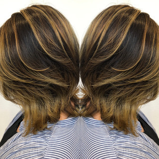 ナチュラル バレイヤージュ アディクシーカラー ブリーチカラー ヘアスタイルや髪型の写真・画像