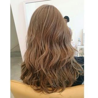 大人かわいい 波ウェーブ セミロング 外国人風 ヘアスタイルや髪型の写真・画像