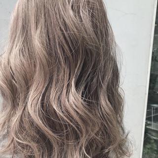 ロング ハイトーンカラー ベージュ ストリート ヘアスタイルや髪型の写真・画像
