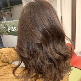 セミロング ミルクティーベージュ 透明感カラー エアータッチ ヘアスタイルや髪型の写真・画像