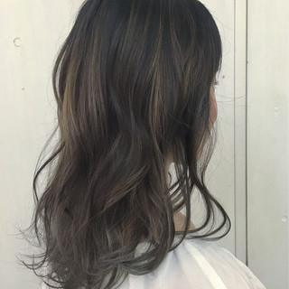 ハイトーン アッシュベージュ アッシュ ストリート ヘアスタイルや髪型の写真・画像