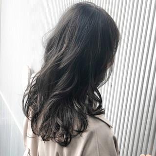 アッシュ セミロング グレージュ スモーキーカラー ヘアスタイルや髪型の写真・画像
