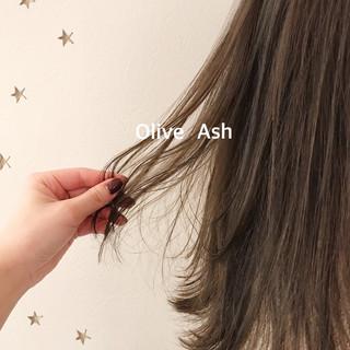 ナチュラル ミディアム オリーブアッシュ ゆるナチュラル ヘアスタイルや髪型の写真・画像