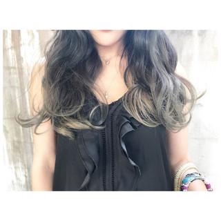 セミロング ベージュ ブルーアッシュ グラデーションカラー ヘアスタイルや髪型の写真・画像